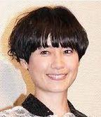 """髪型がとても印象的で来年からNHKドラマの主演を演じる原田知世さんと、夫エドツワキさんが27日離婚報告。ヒット作""""セーラー服と機関銃""""原田知世さん、薬師丸ひろ子さん2人とも主演?"""