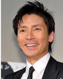 郷ひろみさん2014年夏に双子のお父さん。2013年紅白歌合戦出場後、郷ひろみさんは奥さんとゆっくり過ごす。