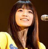 """新曲""""君に出会えたから""""を発表したmiwa。change、ミラクルなどmiwaさんの歌詞はポジティブ思考の曲が多いですね。""""faith""""ではギターでライトハンドを披露。アルバム""""Delight""""はオリコン1位"""